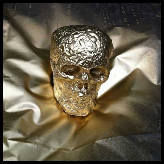 Spraypainted gold skull